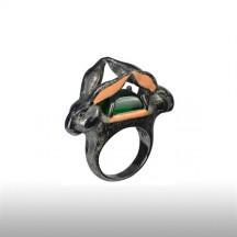 Emerald Robin Goodfellow Ring